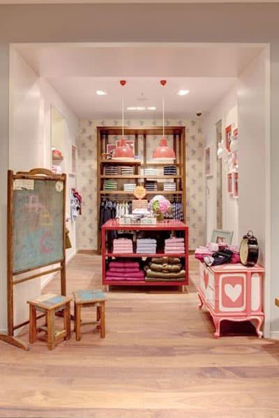 arredamento-negozio-angolo-bambini