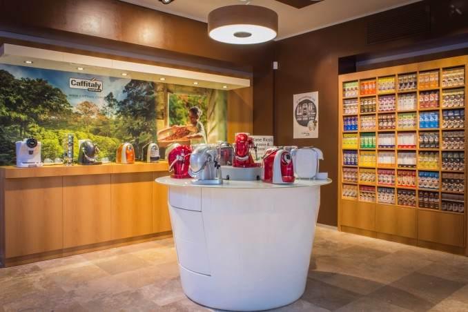 arredamento per un negozio di cialde da caffè: esempi - Arredamento Interni Negozi