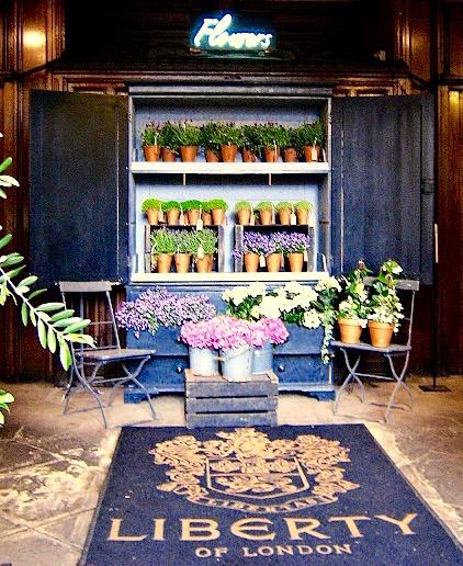 un-negozio-di-fiori_foto-Eka-Karya-Graha-Flora-arredare-un-negozio-di ...