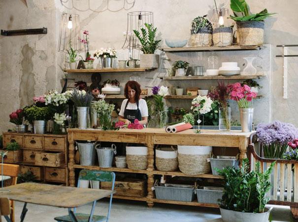 Come arredare un negozio di fiori o piante cliento school for Arredamento vetrine