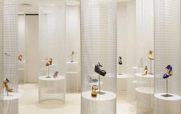 Come arredare un negozio di scarpe casi studio for Negozi arredamento lucca