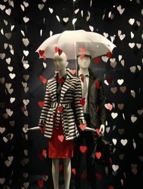 Allestimento-Vetrine-per-San-Valentino-pioggia-amore