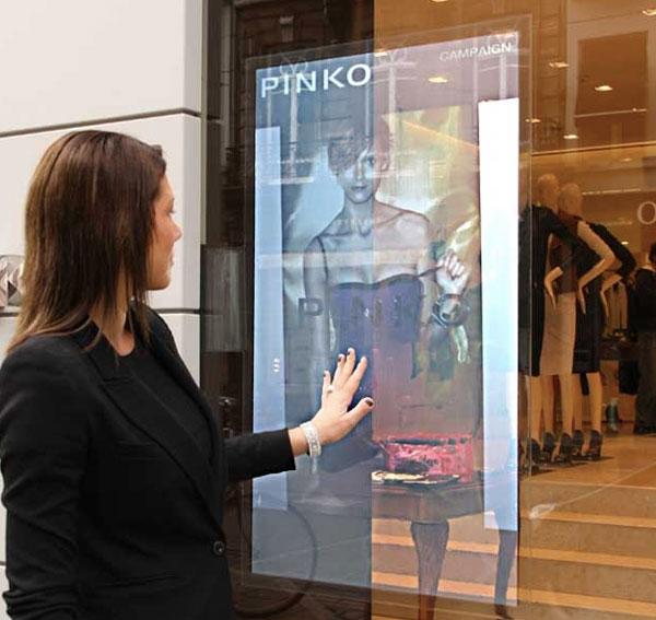 come-allestire-le-vetrine-di-un-negozio-vetrine-interattive-negozi