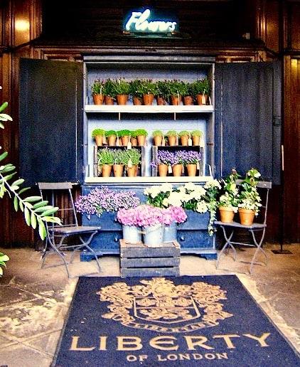 consigli-per-arredare-un-negozio-di-fiori_foto-Eka-Karya-Graha-Flora-arredare-un-negozio-di-fiori-e-piante_Liberty