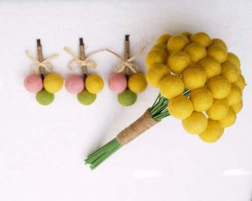 decorazione-vetrina-festa-delle-donne-mimosa-carta-pesta