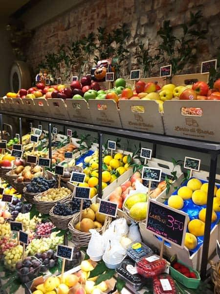 Scaffali Per Frutteria.Arredare Un Negozio Di Frutta E Verdura Idee Colori