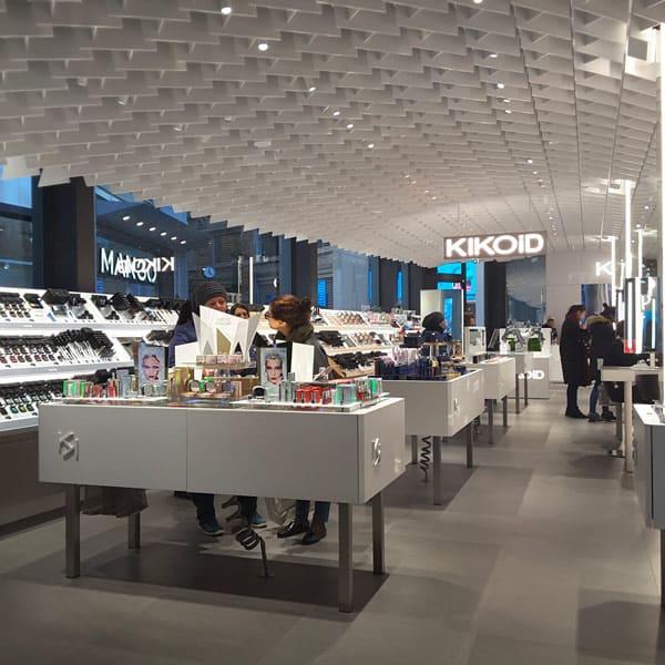 Arredare un negozio di cosmetica e profumeria i nuovi trend for Negozi tavoli milano