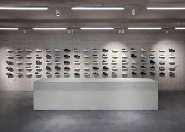 new style 295fe 230b9 Come arredare un negozio di scarpe: Materiali, Colori ...