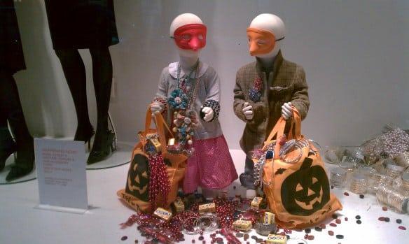 vetrine-halloween-allestimento-maschere