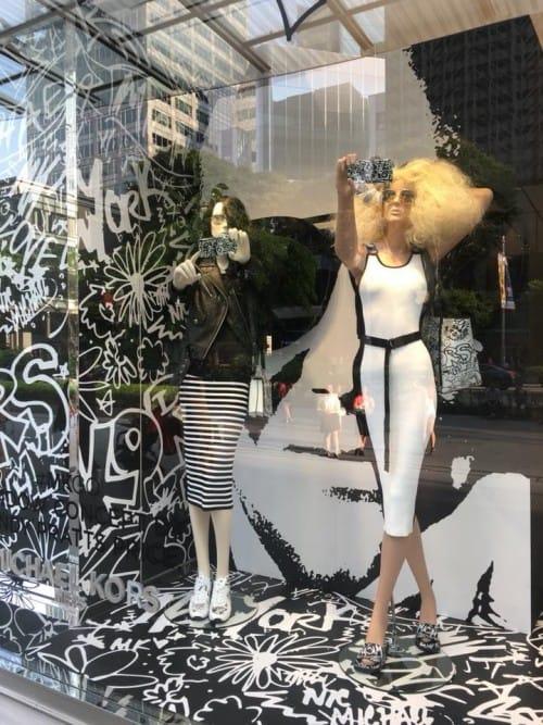 Instagram-per-negozi-Come-usarlo-per-vendere-MichaelKors-MandarinGallery-Singapore