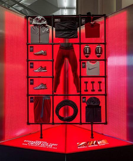 vetrina abbigliamento uomo Nike