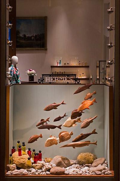 Hermès Installazione con pesci