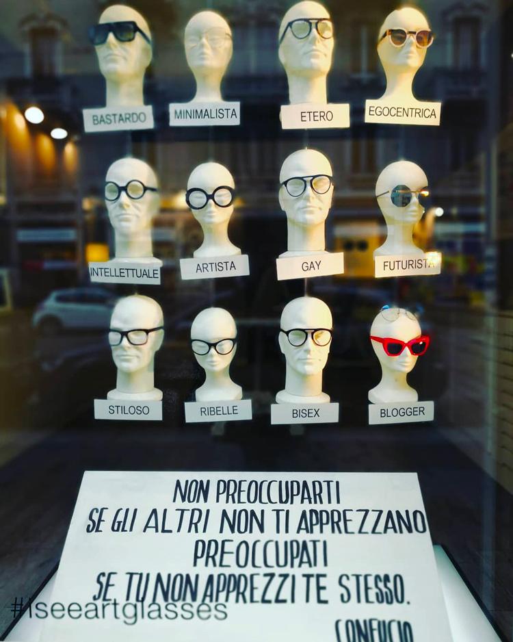 occhiali e personalità