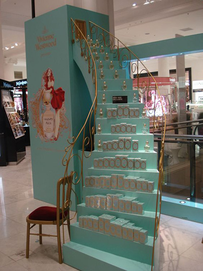 scalinata espositiva in punto vendita