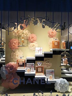 esempio vetrina profumeria di Chanel