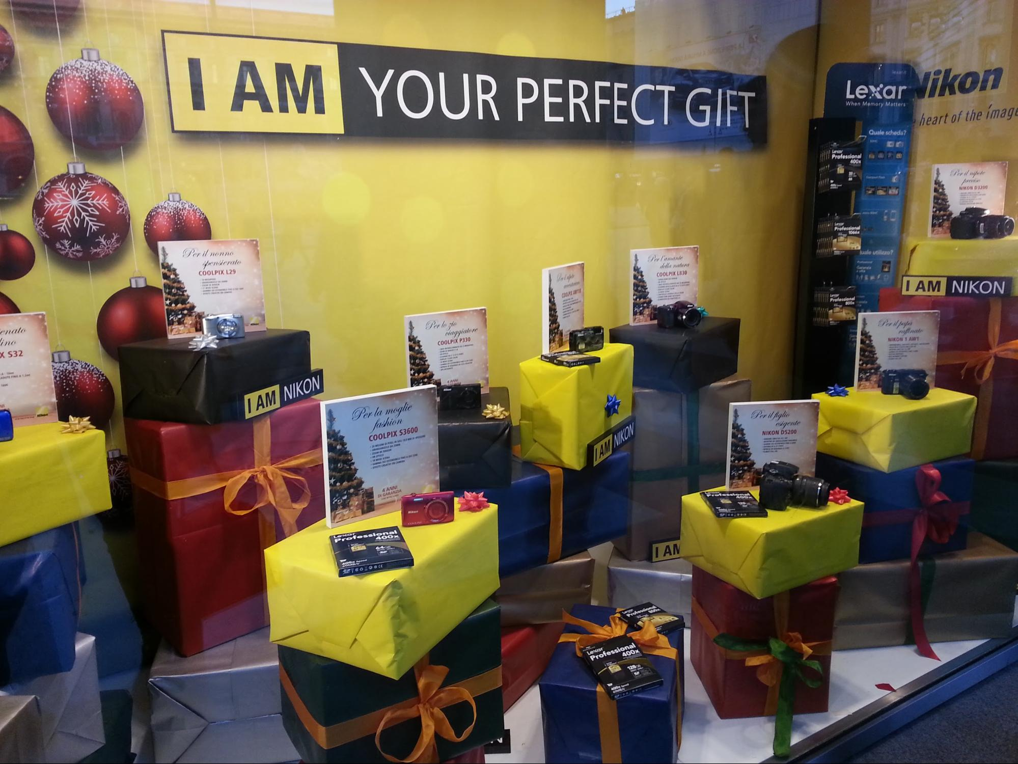 parlare di regali per le Frasi per vetrine natalizie