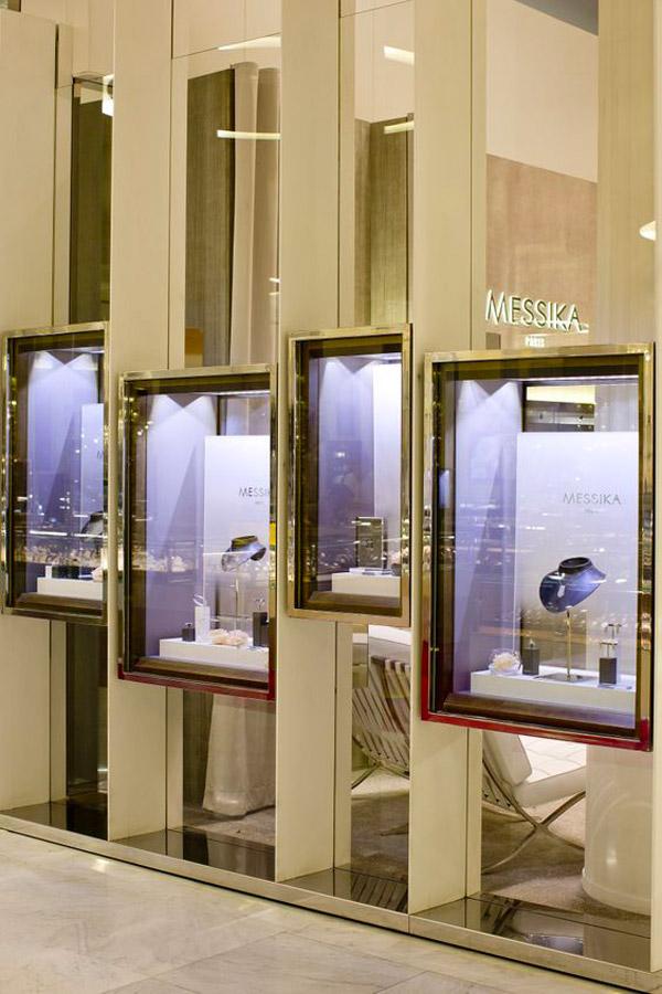esempio illuminazione vetrina gioielleria con teche